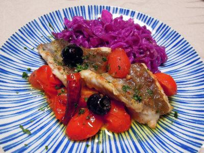 アラ(という魚)のイタリアンソテーと紫キャベツのザワークラウト