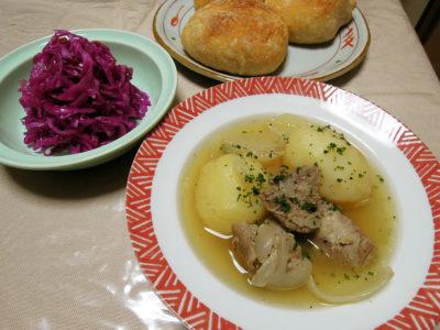 アイリッシュシチューと紫キャベツのザワークラウトとレーズン酵母のパン