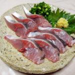 京都の地酒、益荒猛男 山廃仕込 特別純米原酒 H29BYの熱燗で安くておいしい尾赤あじ(オアカムロ)のたたきや刺身、フライをいただく