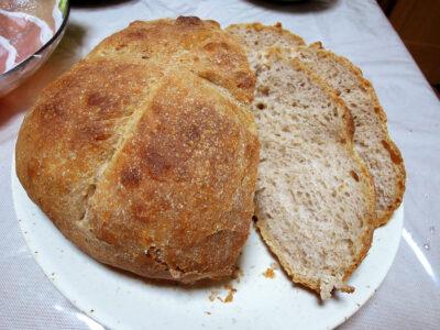 バヌトンが届く前に焼いたパン
