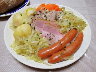 自家製ザワークラウトと塩麹に漬けた豚肉やソーセージを煮込んだシュークルート