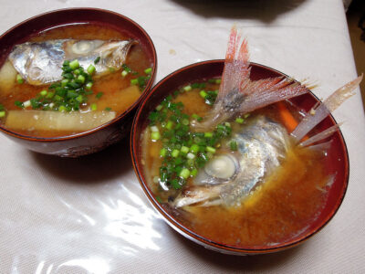 尾赤あじ(オアカムロ)のあらの味噌汁