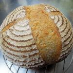 自家製酵母でパンを焼くのが楽しく、ついに丸型のバヌトン(発酵かご)を購入し、小さめの楕円型のバヌトンも購入する