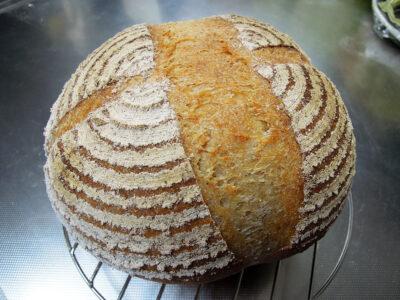 丸型のバヌトンを使って初めて焼いたパン