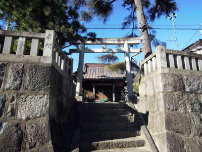 漁港の目の前にある米神八幡神社
