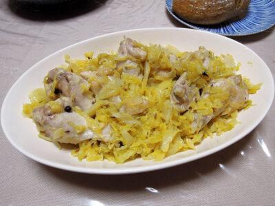 ザワークラウトと鶏手羽元のオイル蒸し