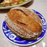 鎌倉のカノムパンに触発されて田中農場の玄米コシヒカリを発芽させ、酵母を起こし、中種をつくり、それを使った生地でパンを焼き、魚のブイヨンを使っためばるのスープといただく