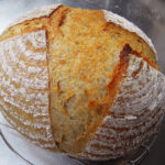 料理をして残ったさつまいもから酵母を起こし、中種法でカンパーニュを焼き、市販のバターチキンカレーといただく