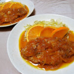 奈良の地酒、花巴 山廃純米四段仕込み うすにごり 無濾過生原酒 H30BYの熱燗で豚ロースの煮込み オレンジソースや自家製りんご酵母のカンパーニュをいただく