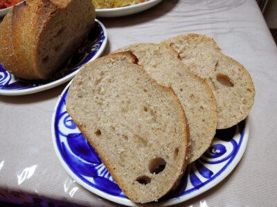 スライスした発芽玄米酵母のカンパーニュ