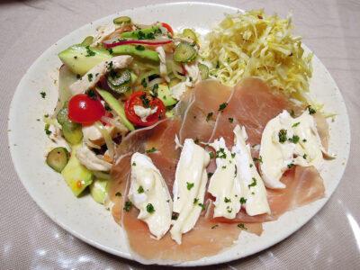 生ハム、ブリーチーズ、サラダチキンと彩野菜のマリネ、自家製ザワークラウト