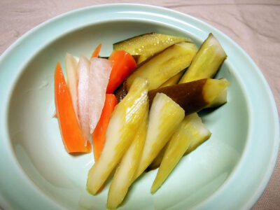 きゅうり、セロリ、にんじん、大根の自家製発酵ピクルス