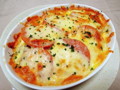 自家製ザワークラウトとさば缶とトマトのチーズグラタン