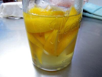 神奈川県産レモンを使って酵母を起こす