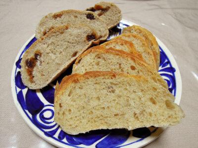 朝焼いた自家製ゆず酵母といちご酵母のパン