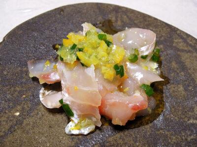 塩レモンを使った真鯛のカルパッチョ