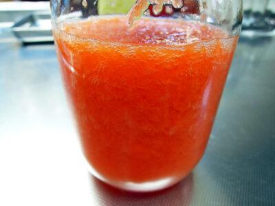 仕込んで3日目のオレンジ色のにんじん酵母エキス
