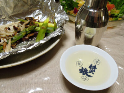 熱燗手前の長珍でほうぼうのカルパッチョやホイル焼き、たこのセビッチェをいただく