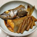 島根の地酒、扶桑鶴 特別純米酒 H29BYの熱燗で黒むつの煮つけとちり鍋をいただく