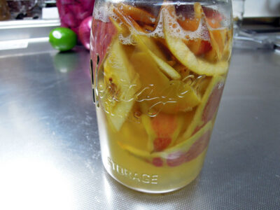 りんご酵母エキスは2度目の種継ぎ作業中