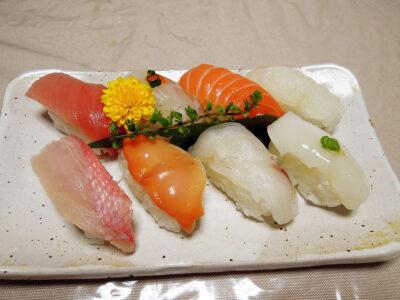 CIAL(シァル)横浜の吉川水産で購入した「本日の一押しにぎり」