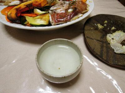 長珍の常温で鯛のカルパッチョ、卵の煮つけ、頭のオーブン焼き、いさきのから揚げをいただく