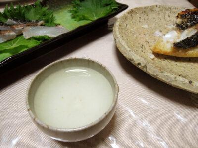 鶴乃里の常温でめじなといさきの刺身、白子のソテー、塩焼きなどをいただく