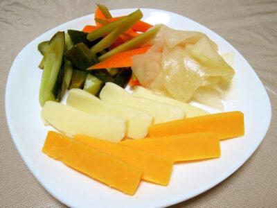 自家製発酵ピクルス、発酵コールラビ&チーズ