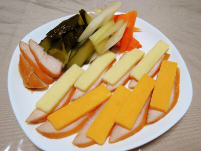ささみの燻製&チーズ+自家製発酵ピクルス