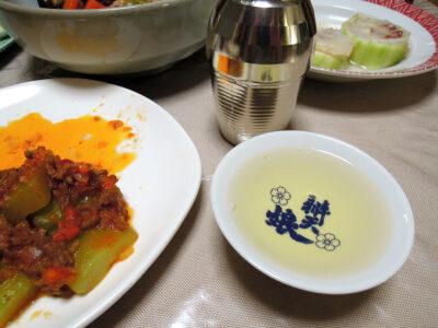 農口尚彦研究所 山廃純米の熱燗で加賀太きゅうりとめじなのきぬた巻き、ミートソース炒め、治部煮をいただく